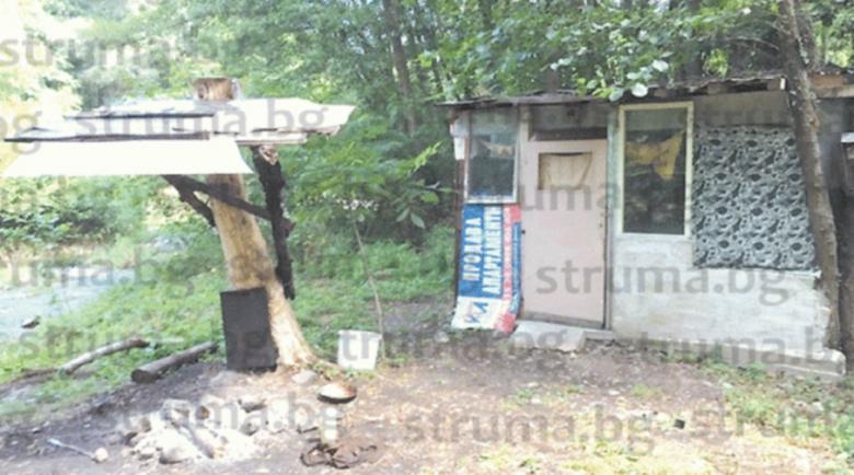 Бивак с барака, навес, барбекю и трапезария си спретнаха в парк Бачиново