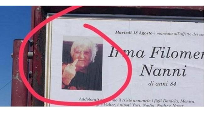 Некролог на баба, показваща среден пръст, стана хит