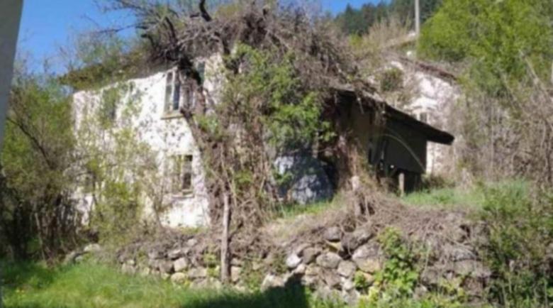 Старец подари през фейсбук наследствения си дом на младо семейство