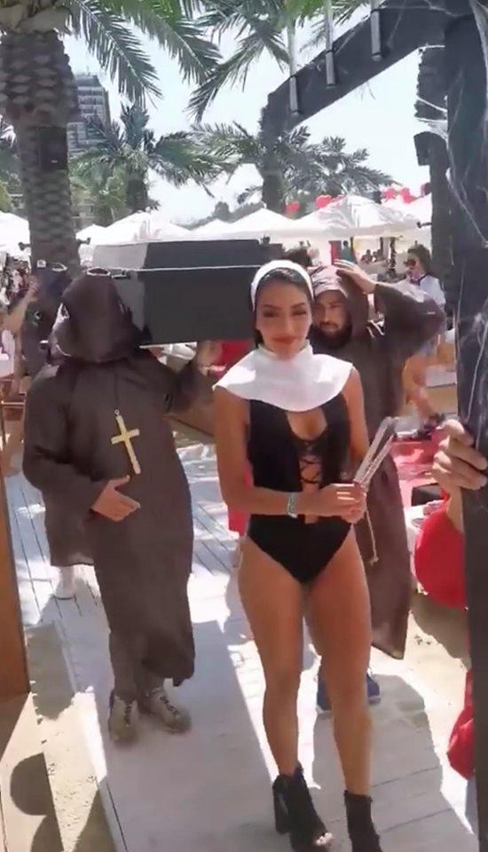 Ковчег и монахини втрещиха Слънчев бряг