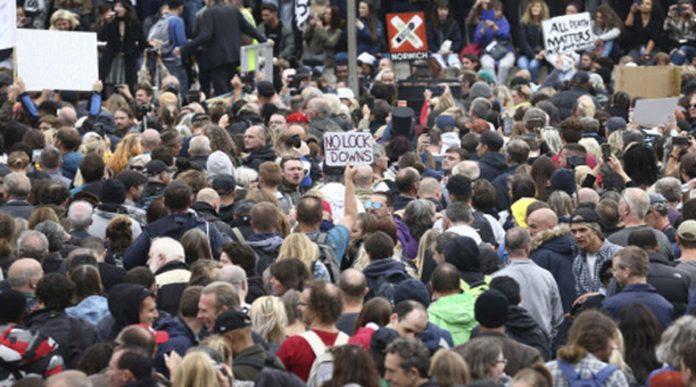 Европа на бунт срещу мерките: Коронавирусът е хипноза!