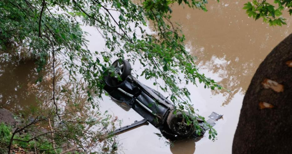 Кола с немска регистрация е паднала в река Струма в близост до Кресна, шофьорът е загинал