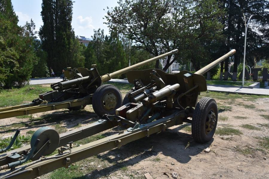 Две противотанкови оръдия пазят центъра на Симитли