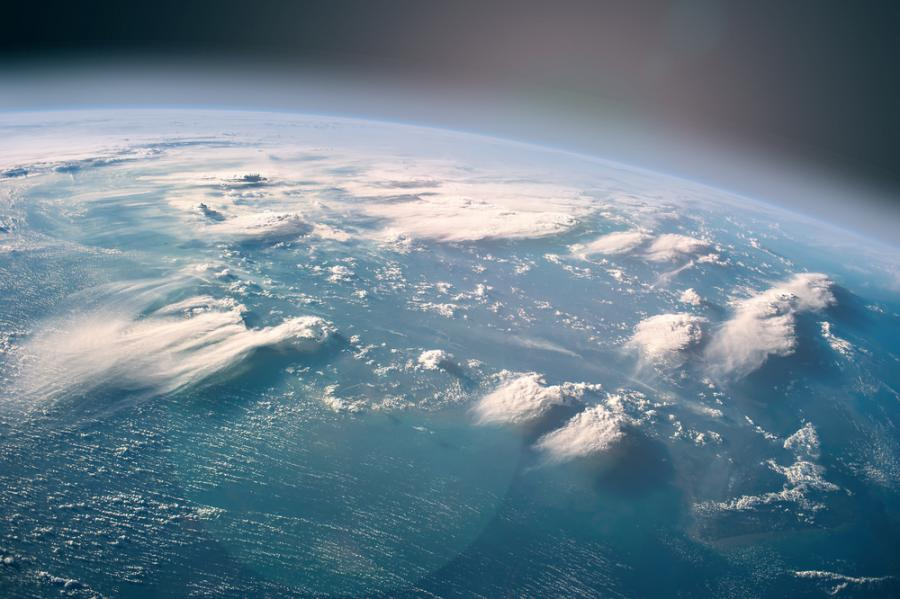 16 август 1960 г. – Китинджър става първият човек в света, който скача с парашут от стратосферата