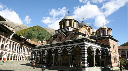 Очаква се засилен трафик към Рилския манастир за утрешния голям християнски празник Свето Успение Богородично