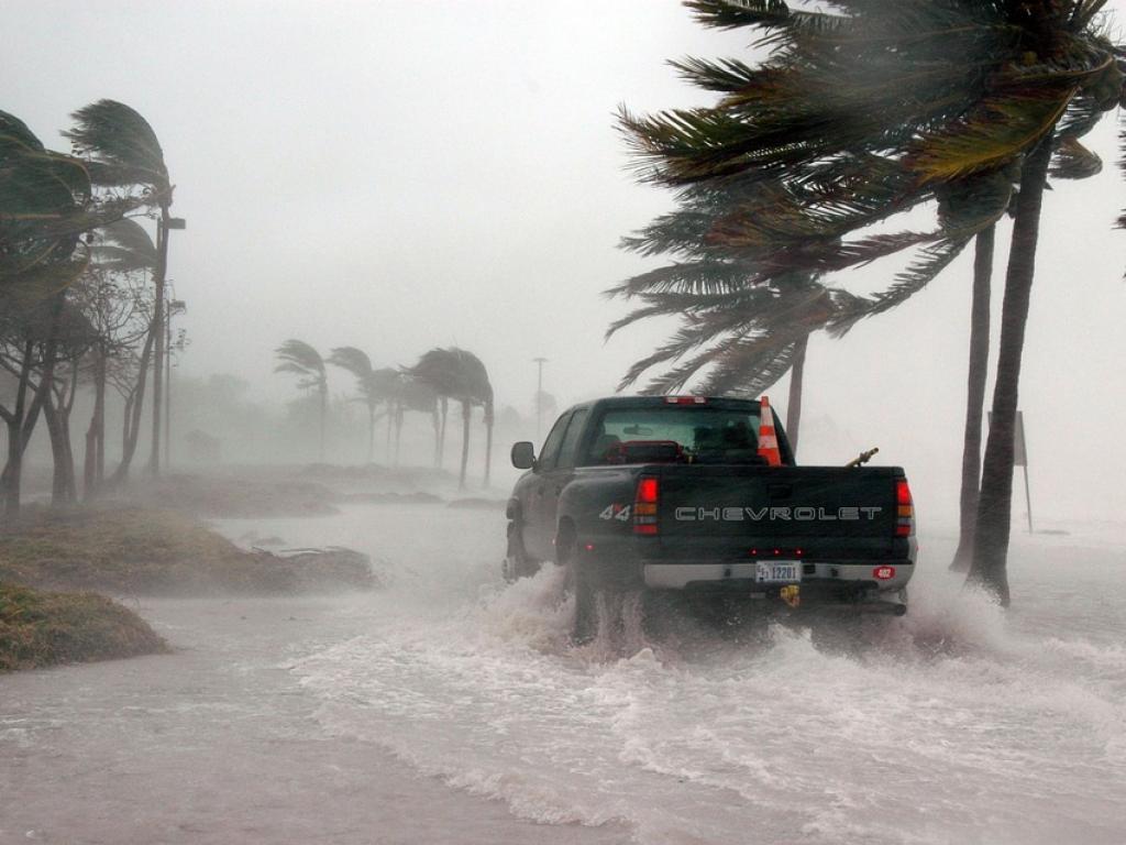Проливен дъжд и буря удариха Гърция