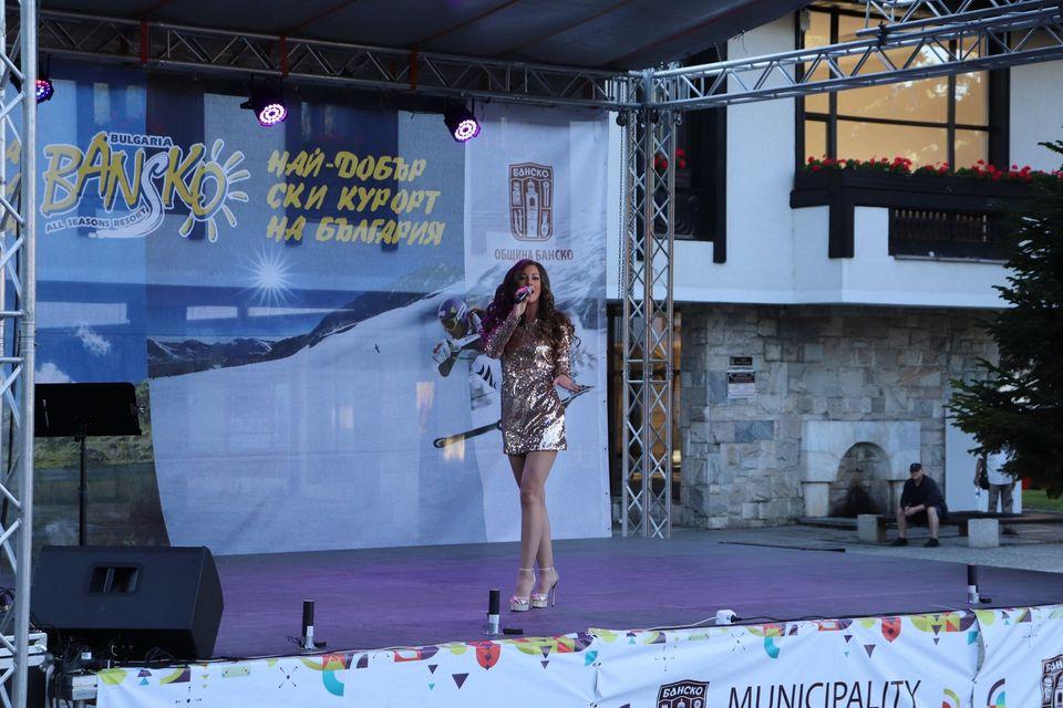 """Концертът """"120 смях, фокуси и музика"""" беше подаръкът на Община Банско за жителите на гостите на града"""