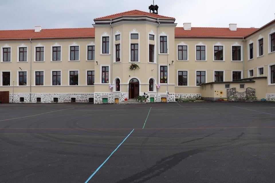 Училищата в община Банско започват новата учебна година с отлично подготвена материална базa