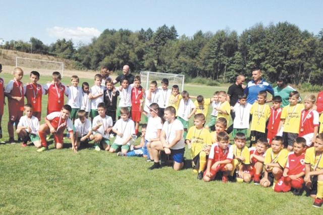 Детска футболна фиеста разнообрази празника на Добринище