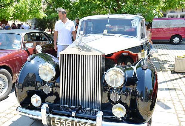Парад на ретро автомобили в Благоевград и Банско