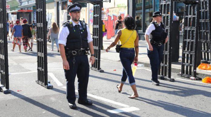 Нови мерки: Не повече от 6 души на едно място в Англия