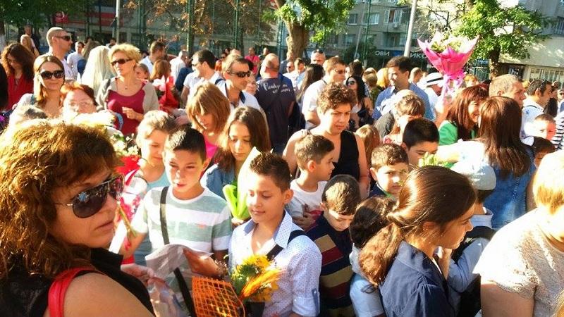 300 малки ученици утре за първи път ще прекрачат прага в школата на гр. Гоце Делчев и общината