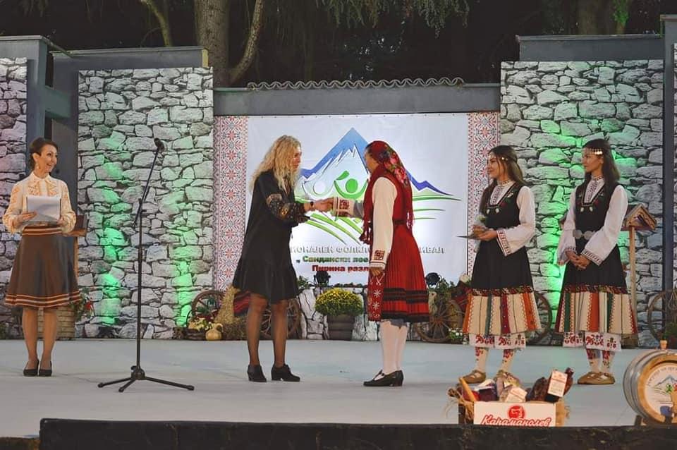 """ТФ """"Пирински наниз""""с награда от фестивала """"Сандански пее, заиграва – Пирина разлюлява"""""""
