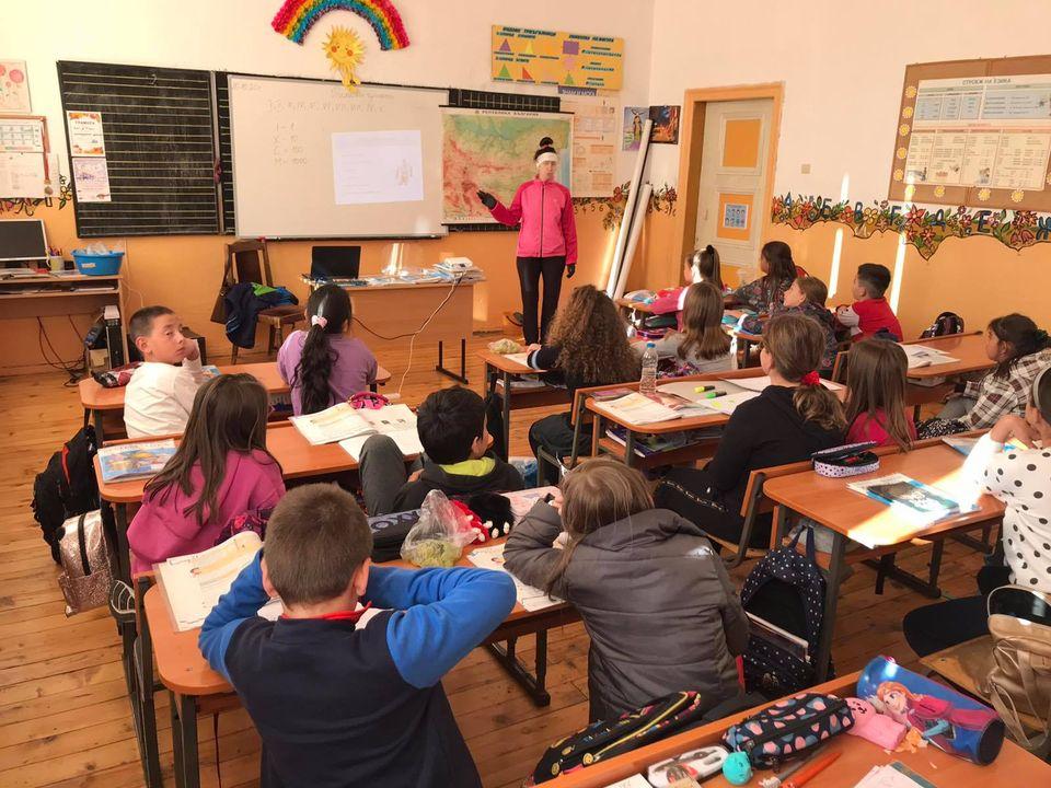 """Треньор по ски бягане организира представяне на ски бягането в НУ """"Св. Паисий Хилендарски"""" и в СУ """"Неофит Рилски""""в Банско"""