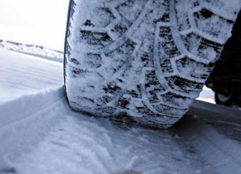 Oт АПИ призоваха шофьорите да подготвят колите си за движение при зимни условия