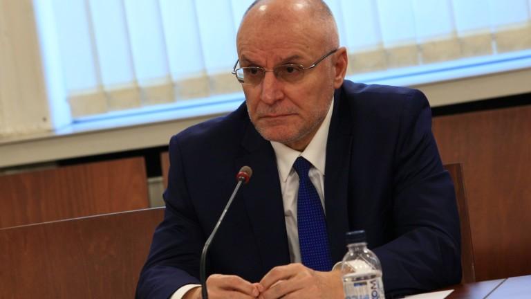 Управителят на БНБ Димитър Радев е заразен с коронавирус
