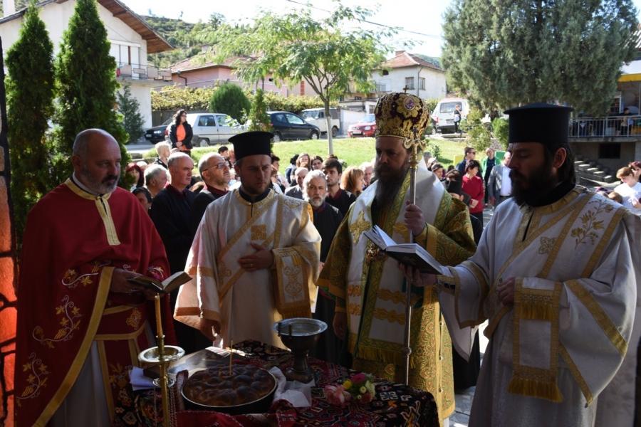 Владиката остлужи празнична служба в Полена за деня на Св. Петка