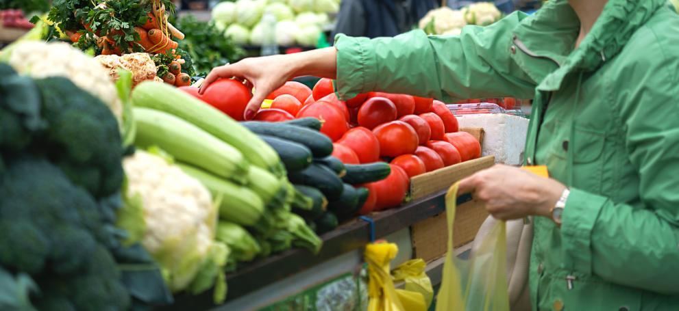 Цената на розовите домати на пазара удари 4.80 лв./кг, краставиците – 3.10 лв.