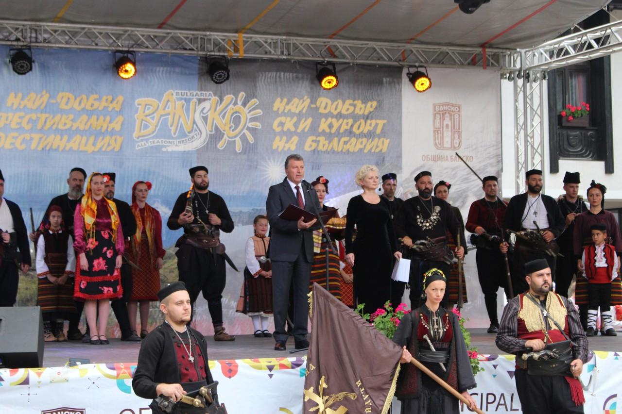 """Тук сърцето ми е цяло"""" – насловът на празничния концерт, организиран от читалище """"Никола Вапцаров"""""""