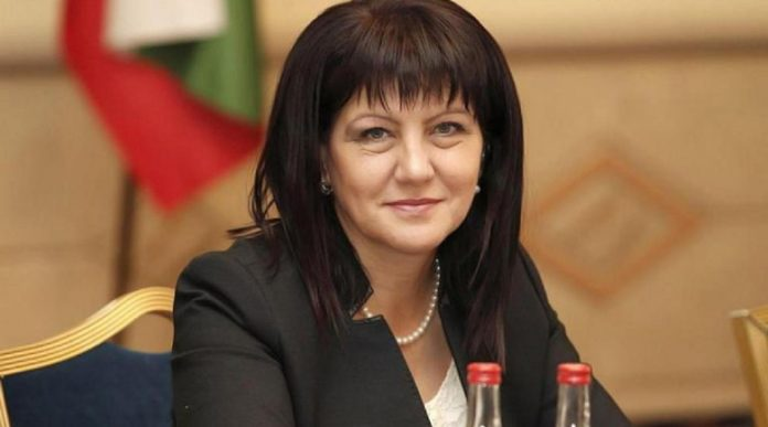 Цвета Караянчева: Чистка по доноси прави служебното правителство