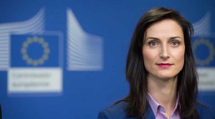 Еврокомисарят Габриел: Учениците да преследват мечтите си