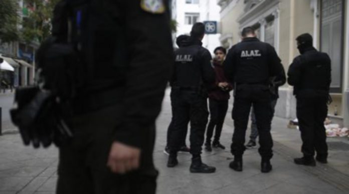 Арестуваха българин без вина в Атина