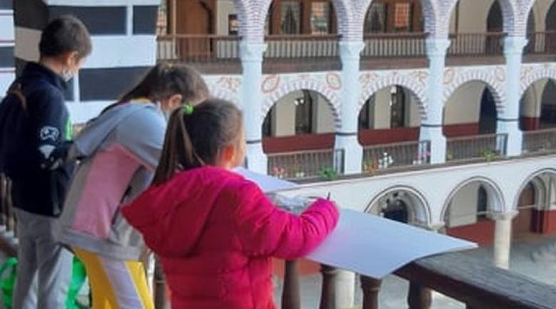 Млади художници рисуват в Рилския манастир