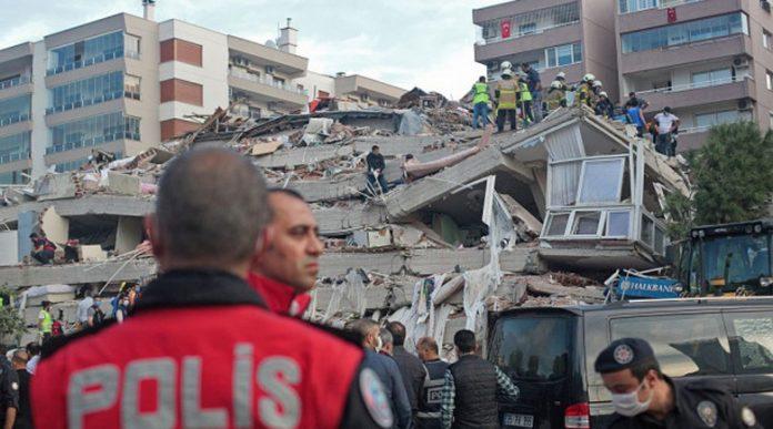 Ужасът в Измир: Жертвите на земетресението вече са 26