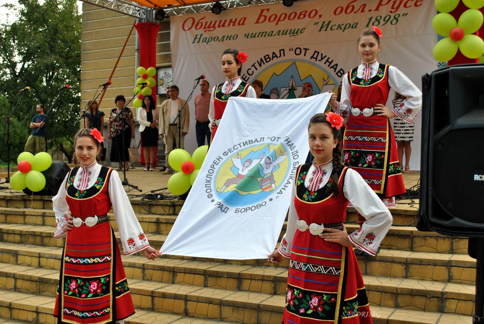 """Коларово и Логодаж представиха фолклорната кулинария на Международния фолклорен фестивал """"От Дунав до Балкана"""""""