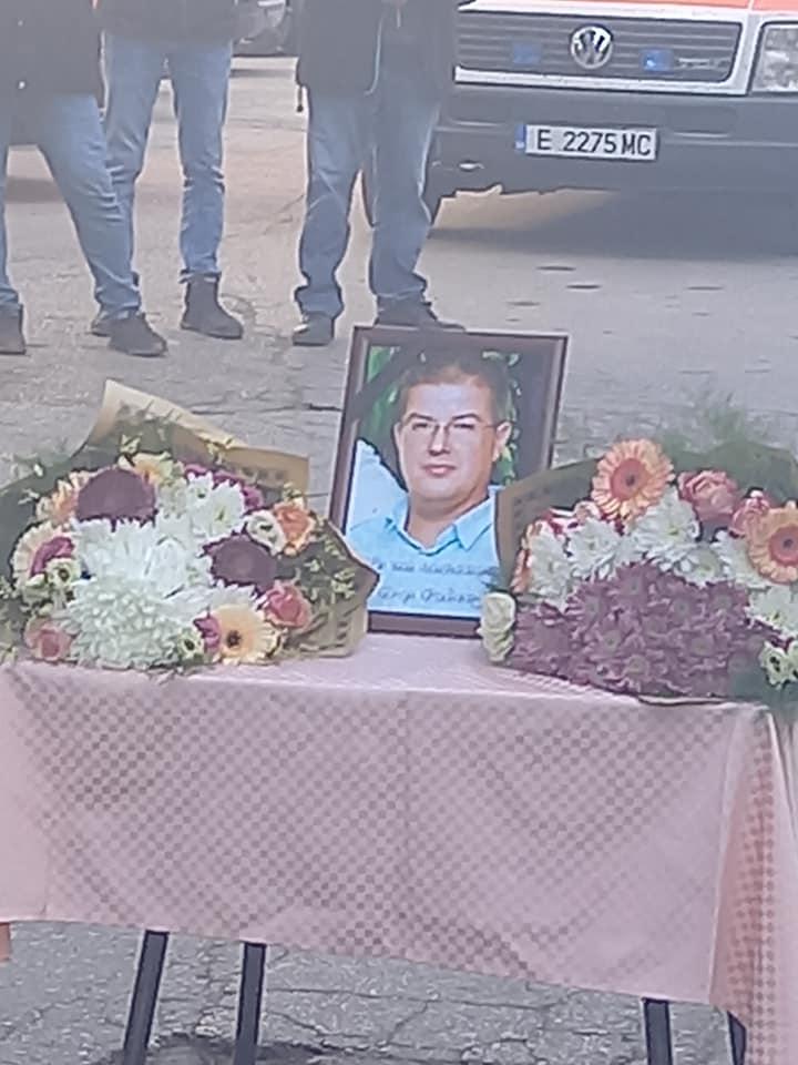 Росица Чатлабашева – БАЧЕВО ТЪЖИ!   ЗАВИНАГИ ОТ ТОЗИ СВЯТ СИ ОТИДЕ ЕДИН ВЕЛИК ЧОВЕК И ЛЕКАР- Д-Р СПАС РАДЕВ!