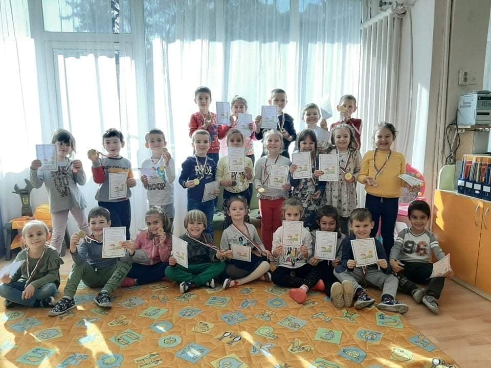 """24 медала е резултатът от участието на трета възрастова група """"Слънчице"""" на ДГ """"Здравец""""в Националното състезание """"Многознайко"""""""