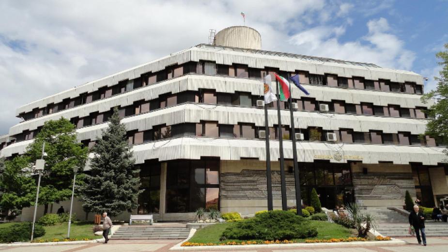 Затварят сградата на Община Дупница