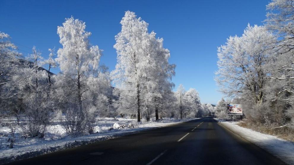 АПИ към шофьорите: Пътищата са проходими, но при зимни условия