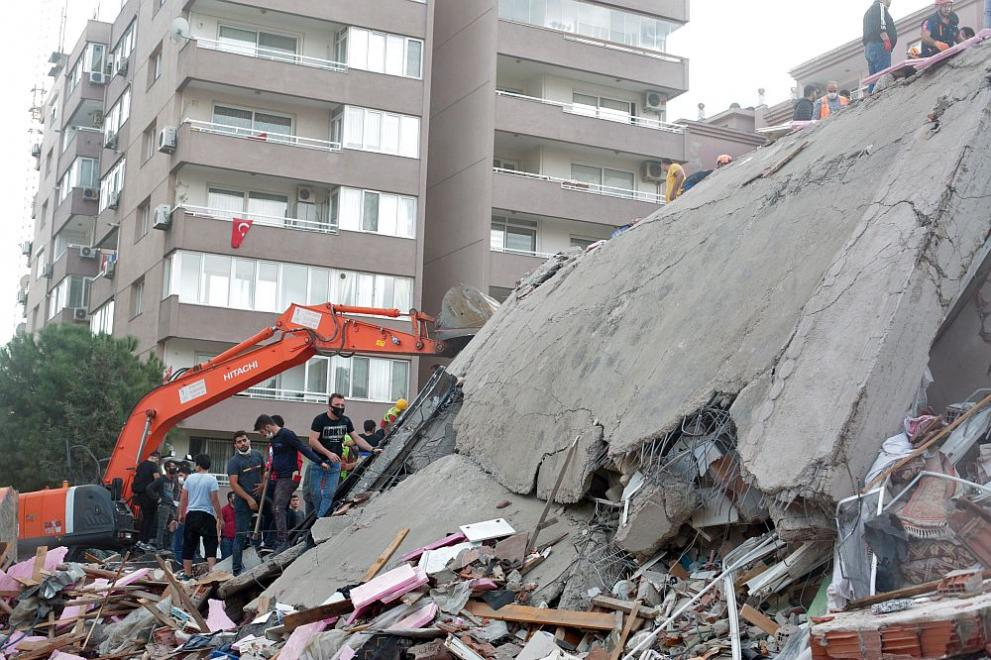 Жертвите на земетресението в Измир вече са 110