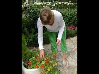 Симитли дава работа на 10 озеленители и цветари