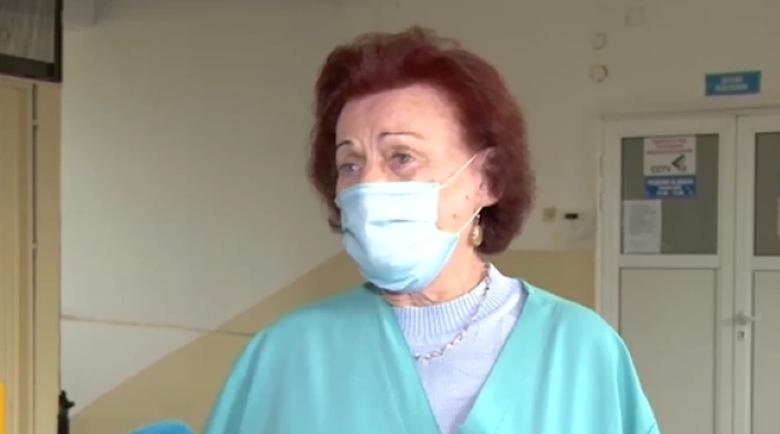 Инфекционист на 81 години се грижи за болните с COVID-19 в Дупница