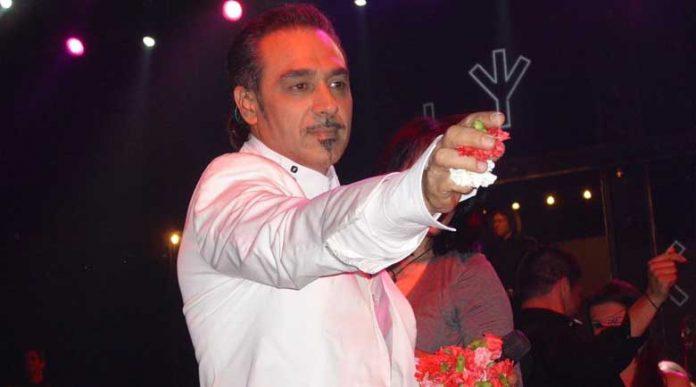 В Атина беше задържан известният гръцки певец Нотис Сфакианакис