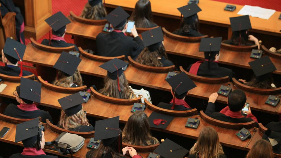 С писмо до Министерството: Студенти от 40 университета настояват за присъствени занятия