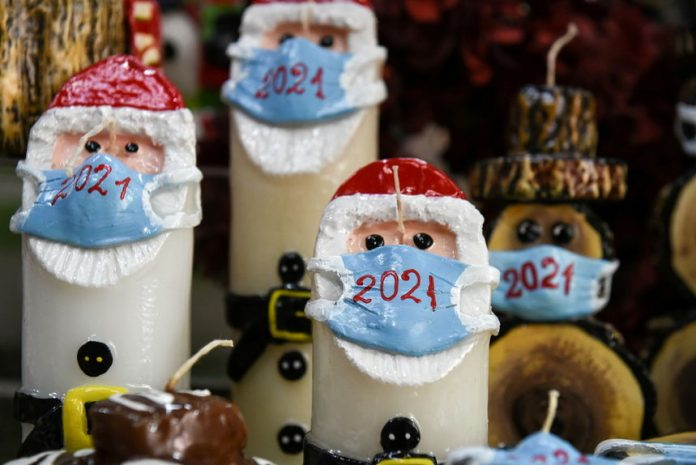 Дядо Коледа с маска в Гърция