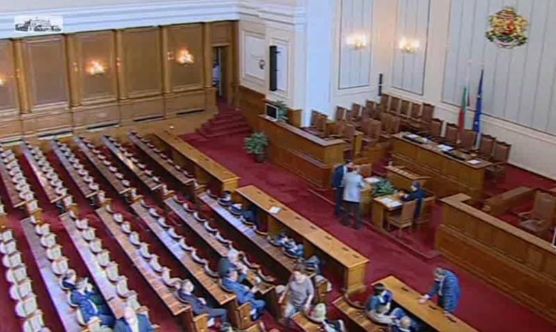 Парламентът прие на второ четене промените в Закона за мерките и действията по време на извънредното положение