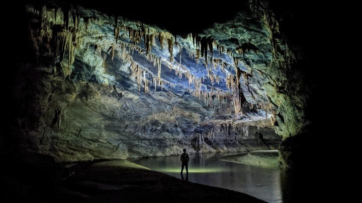 Геолог спечели първо място в конкурс за пещерна фотография със снимка на близката пещера Ангитис