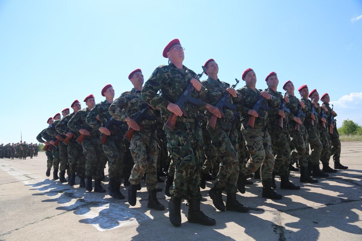 Парламентът прие доброволната военна служба