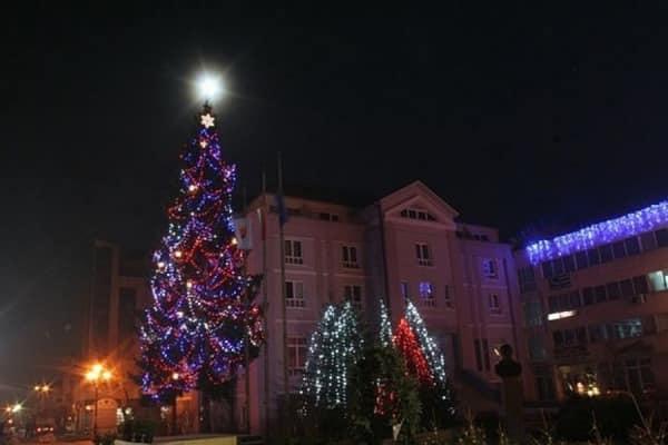 Светлините на коледното дърво в Разлог ще бъдат запалени днес