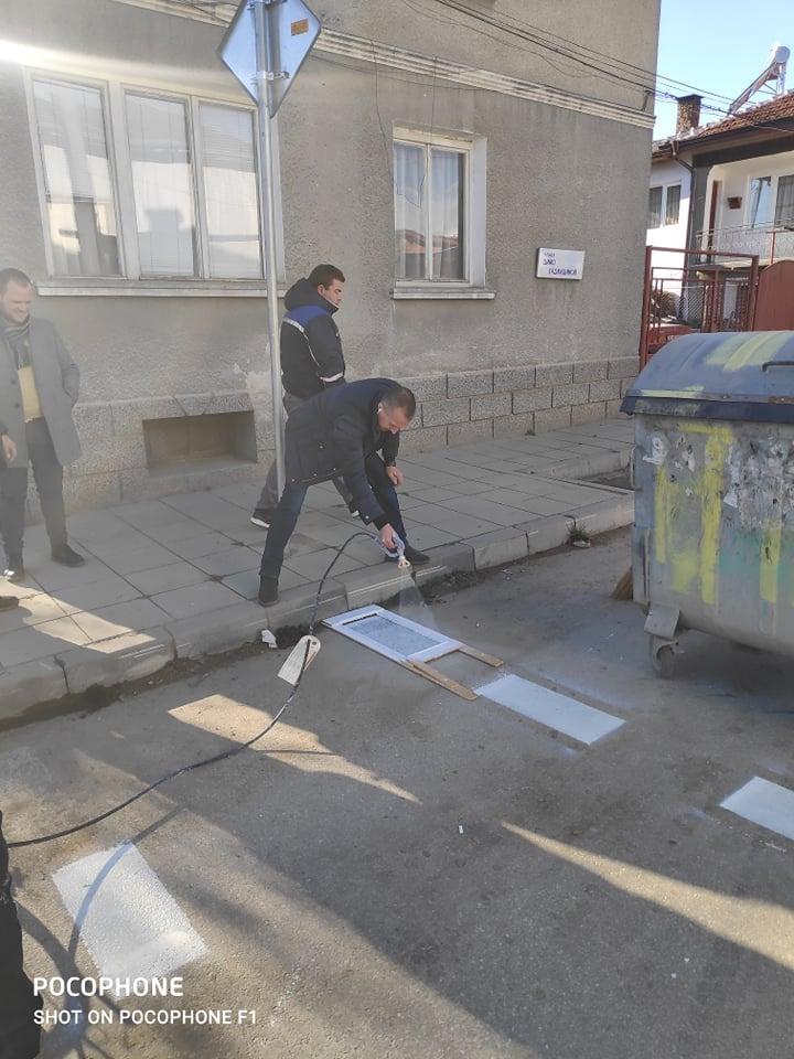 Започна полагането на хоризонтална маркировка на уличната мрежа в Белица