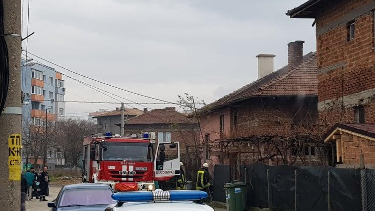 """Къща лумна в пламъци в благоевградския квартал """"Старо Струмско"""""""