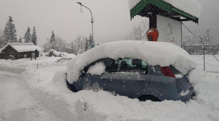"""Нахлува циклона """"Медея"""", сняг и полярни температури в Гърция"""