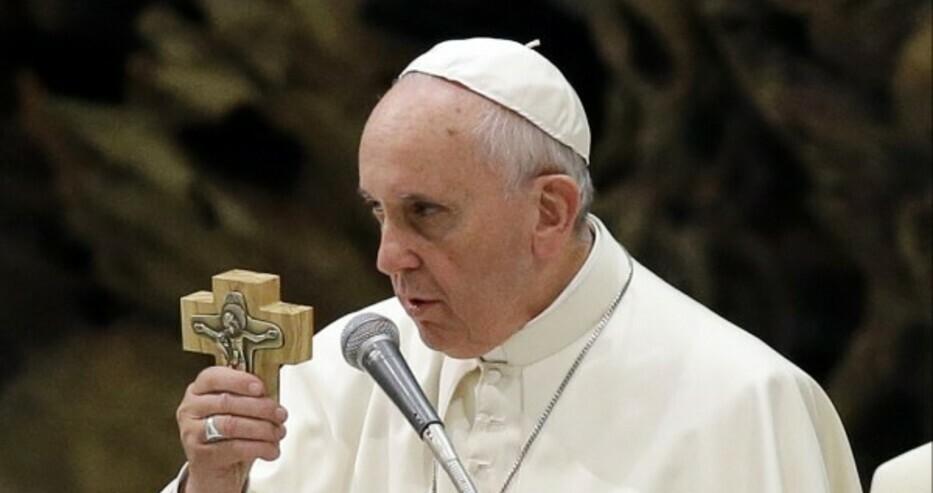 Дейли експрес: Папа Франциск се оттегли от задълженията си преди края на годината