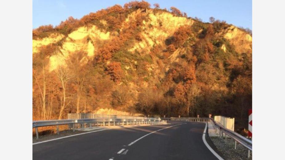 Ремонтирани са 12 км от пътя за Мелник