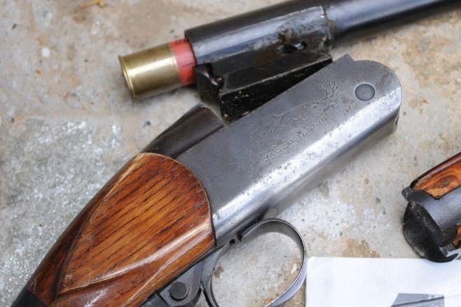 Осъдиха бивш полицейски служител и баща му за незаконно оръжие и боеприпаси