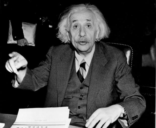 """На днешния ден през 1915 г. немският физик-теоритик Алберт Айнщайн публикува труда си """"Общата теория на относителността"""""""